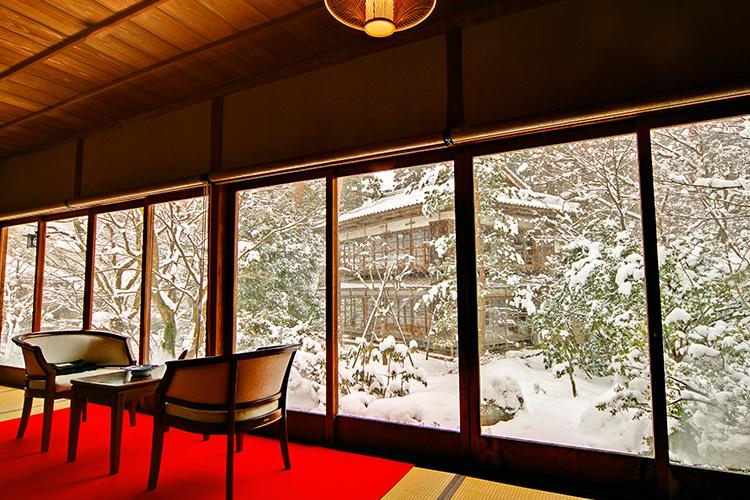 美酒と共にほっこり時間が叶う 冬にぴったりな新潟のほろ酔い宿