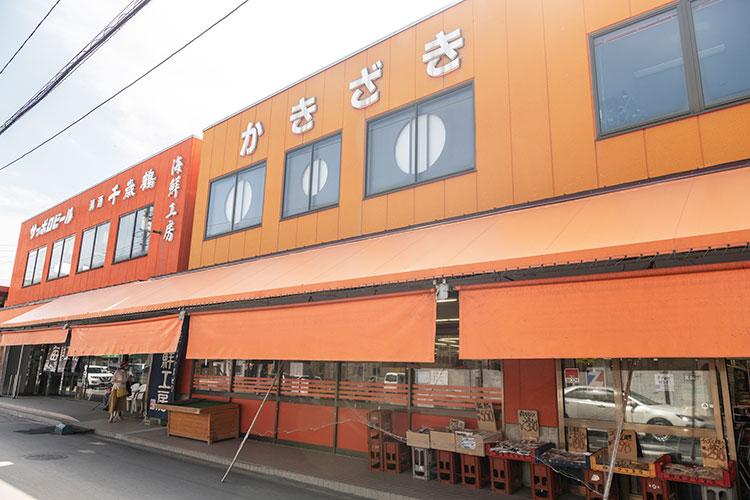 旬の魚介から野菜、果物まで揃う余市の台所 柿崎商店
