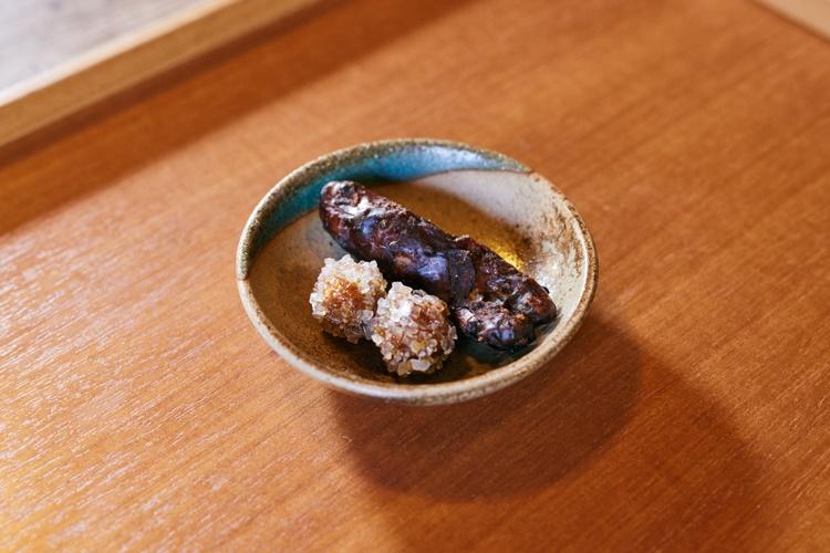 ドリンクに付くかりんとうは、地元「前島製菓」の銘菓「九万五千石」