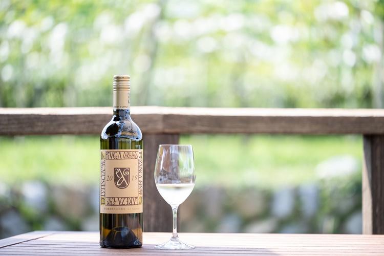 勝沼醸造にきたらぜひ味わってほしい、日本固有のぶどう「甲州」を使った白ワイン「アルガブランカ クラレーザ」