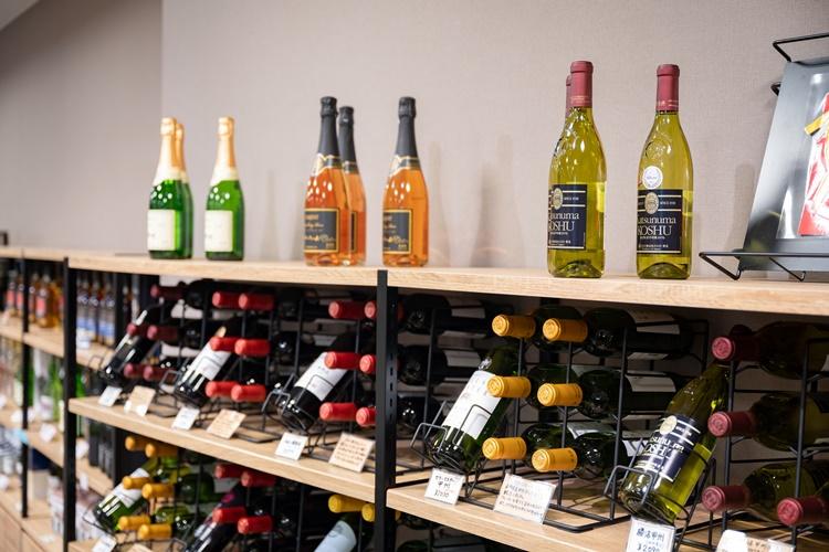 センターハウス内の県産土産を販売するショップ。地元ワインコーナーも充実