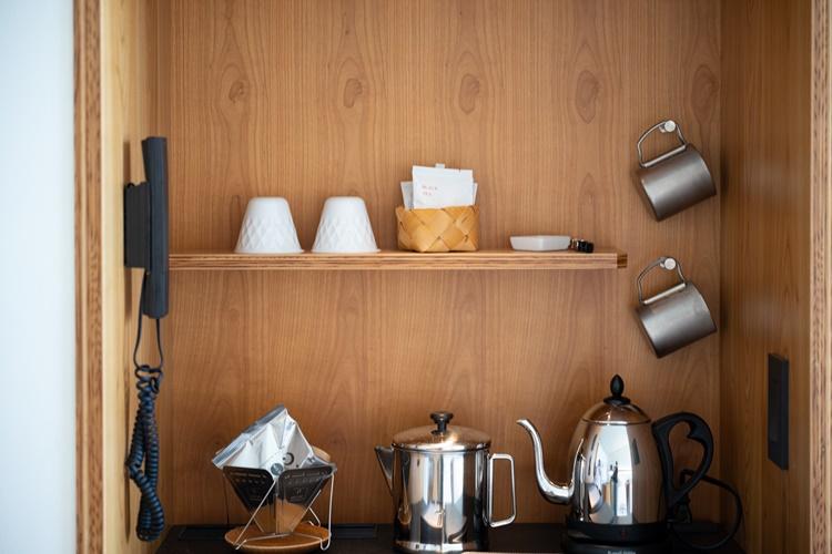 自分で淹れるコーヒーセットも完備。コーヒーは「星のや富士」のオリジナル